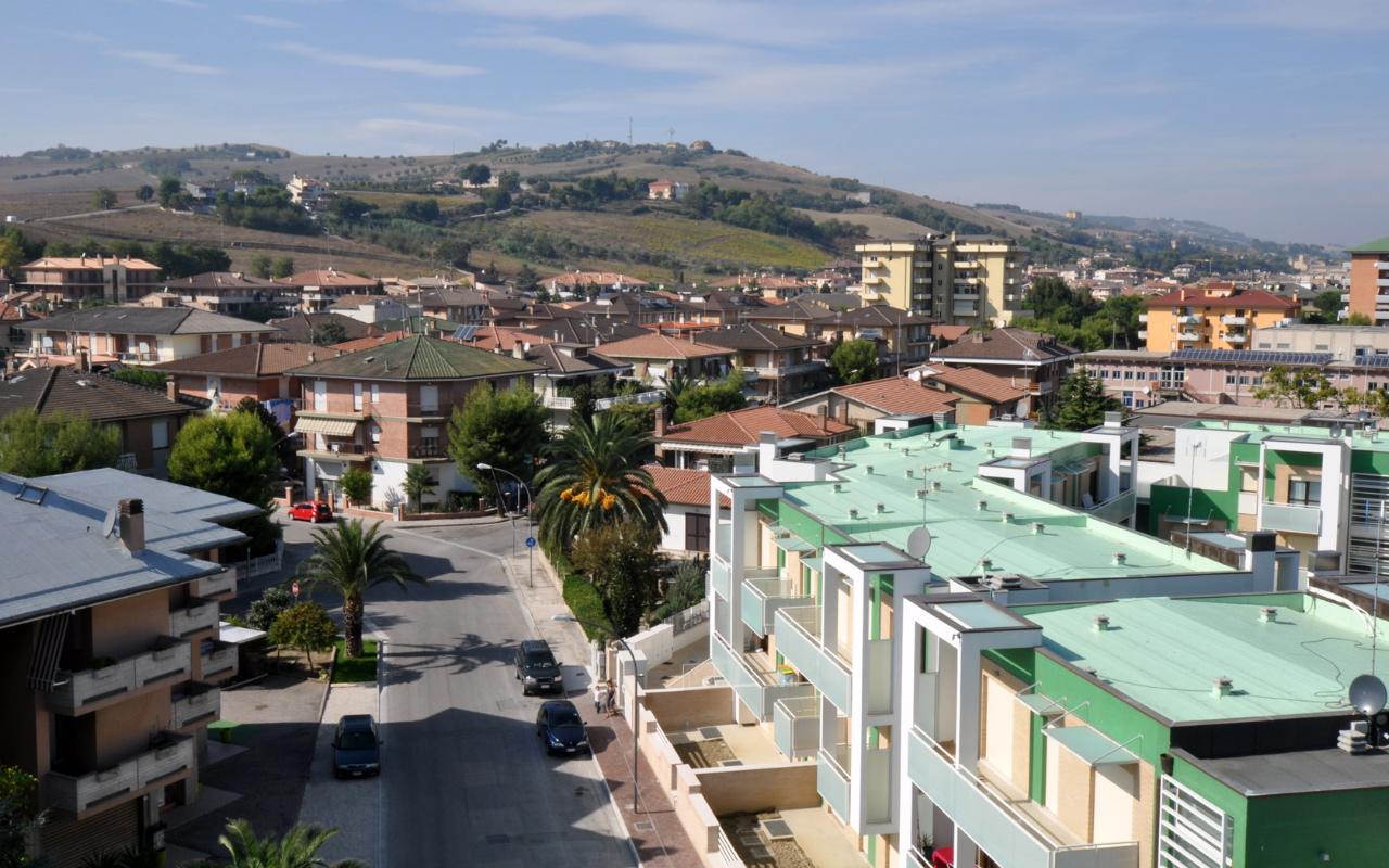 appartamenti-porto-san-giorgio-via-petrarca-dallalto-sud
